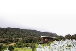5 ERDC arquitectos. Arq. Javier Mera, Arq. Pablo Puente, Arq. Fernanda Esquetini. Cabaña Sachayaku. Papallacta-Ecuador. 2017.