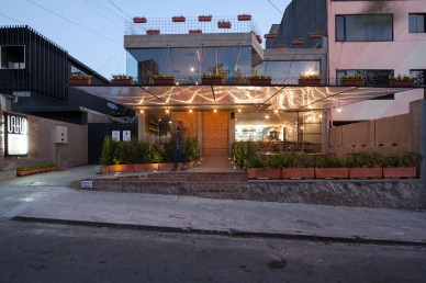 8 ERDC arquitectos. Arq. Pablo Puente, Arq. Fernanda Esquetini, Arq. Claudia Ponce, Arq. Juan Carlos Ubidia, Arq. Javier Mera. URKO Restaurante. Quito-Ecuador. 2015.